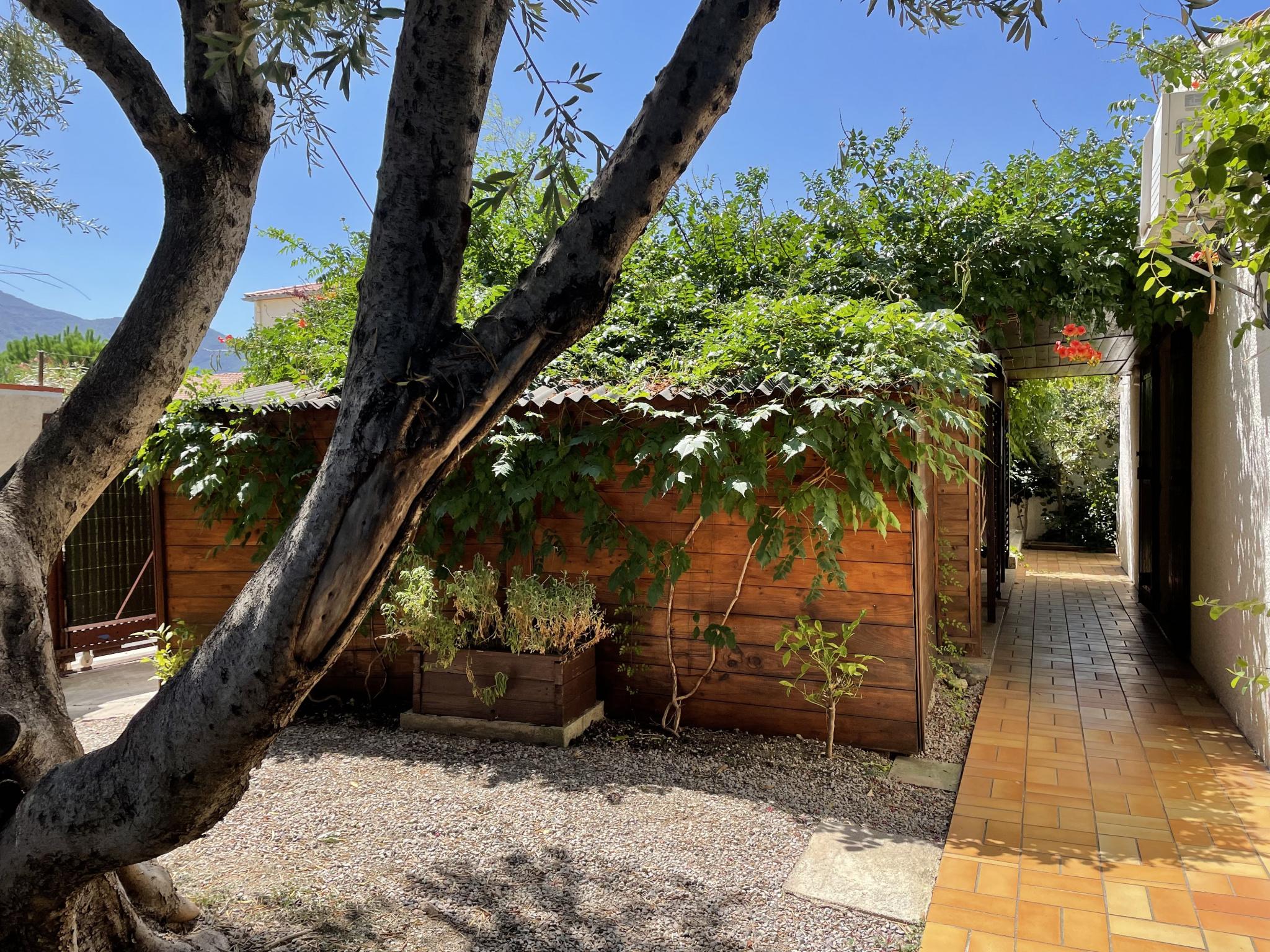 À vendre maison/villa de 100m2 à st genis des fontaines (66740) - Photo 1'